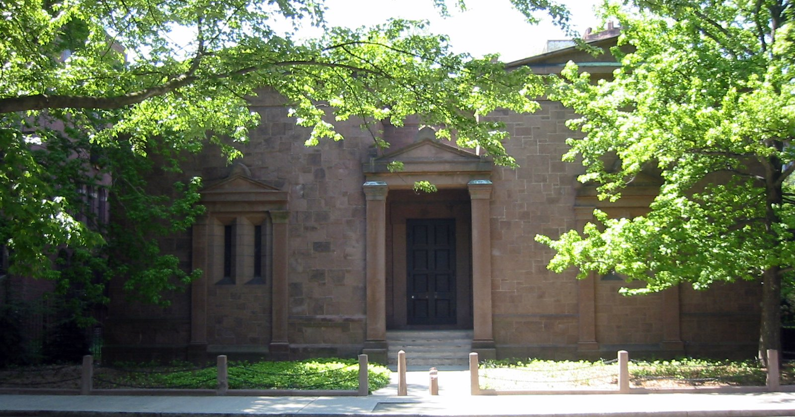 Yale_Skull_and_Bones_Tomb
